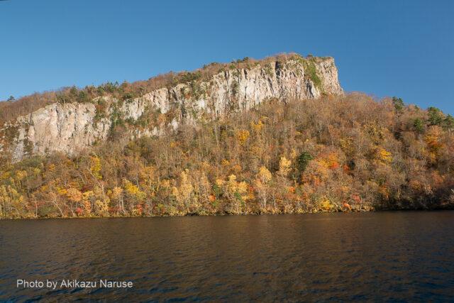 十和田湖:千丈幕、船の航行につれて外輪山の風景が次々変化して目が離せない。