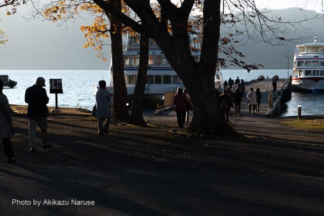 十和田湖:午後4時頃、JRバス「みづうみ9号」に乗車、宿泊地十和田湖温泉郷へ。 良い天気・良い景色、奥入瀬渓流と湖上遊覧大満足の一日だった。