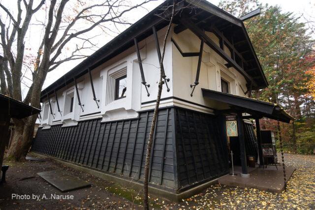 青柳家:蔵造りの「ハイカラ館」1階にカフェとアクセサリー販売、2階がアンティークミュージアム。