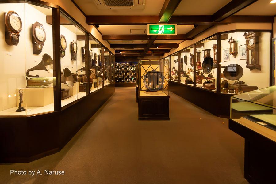 青柳家:2階のアンティークミュージアム、時計と蓄音機そして奥にはアンティークカメラコレクション。見応え十分。