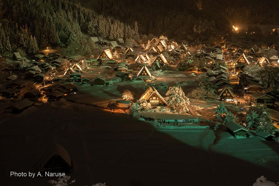 白川郷:城山展望台から荻町合掌集落を俯瞰する。